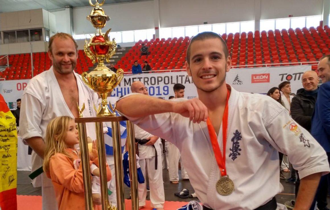 (Español) El torrevejense, Eneko Delgado, campeón del mundo de Kárate