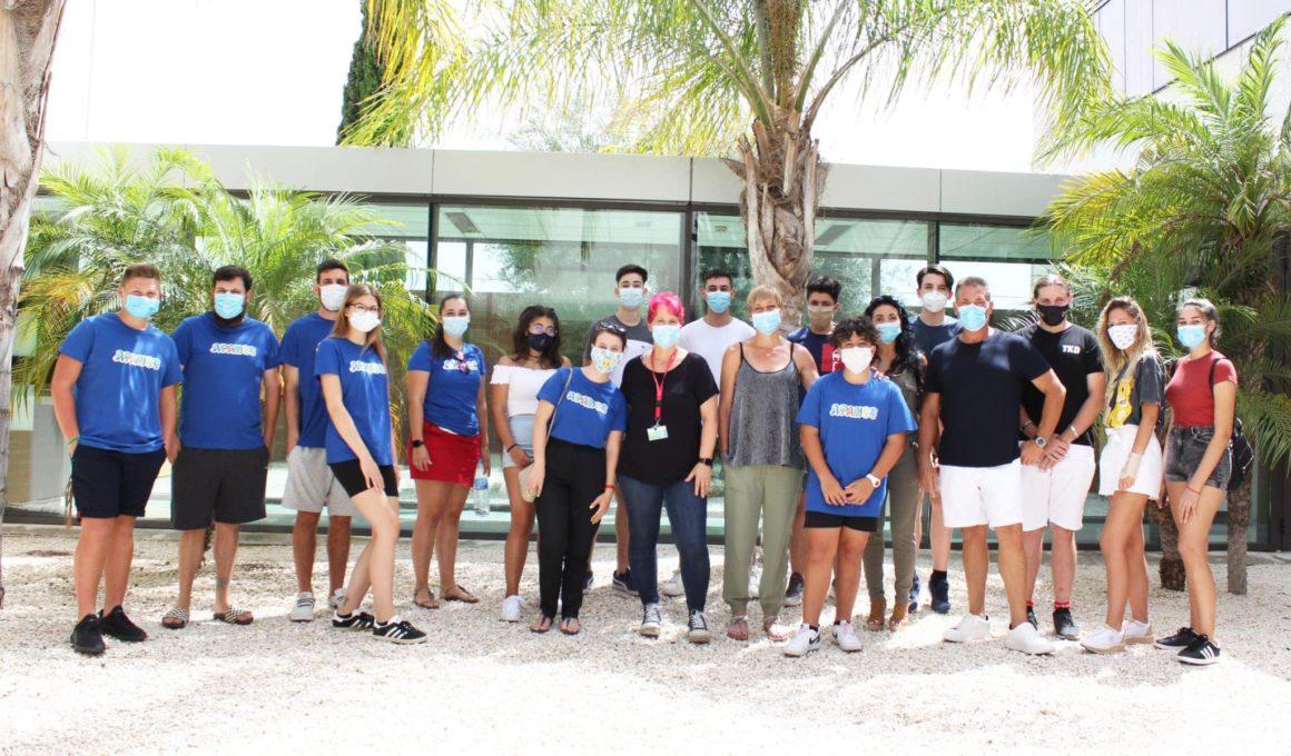 🆘 El Hospital Universitario de Torrevieja forma en RCP y primeros auxilios a monitores de la Escuela de verano inclusiva.