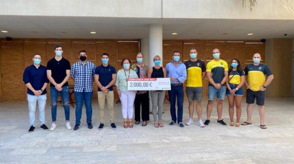 (Español) 🤾♂️ Ribera Salud y el Hospital Universitario de Torrevieja renuevan su compromiso con el Balonmano Playa.