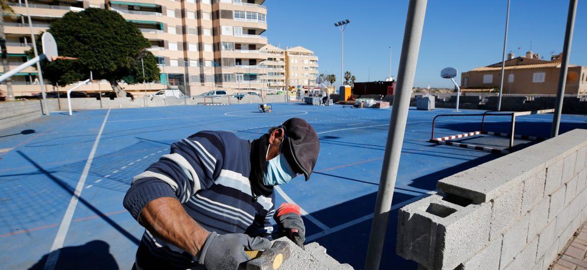 (Español) 🛠 Se inicia la remodelación de la pista polideportiva⚽️🏀 de La Mata.