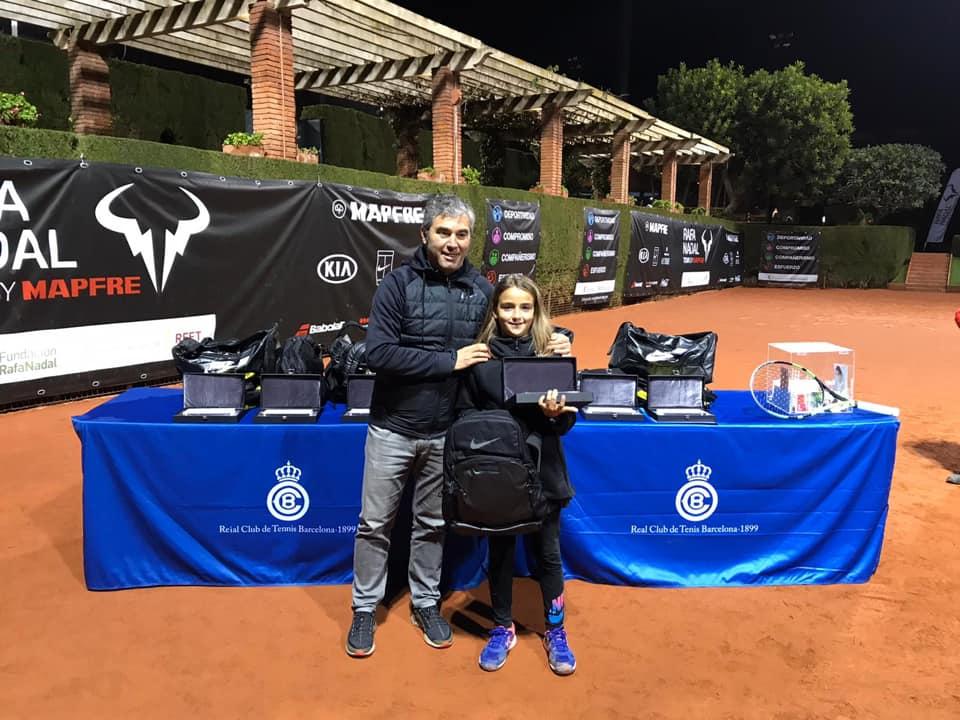 (Español) Charo Esquiva subcampeona alevin del circuito Rafa Nadal tour de Barcelona.