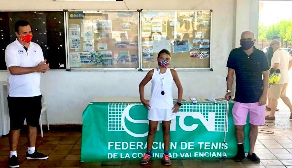 (Español) Charo Esquiva del Club de Tenis Torrevieja, Los Balcones
