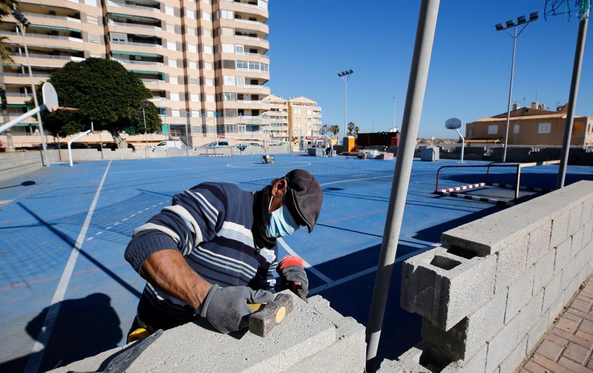🛠 Se inicia la remodelación de la pista polideportiva⚽️🏀 de La Mata.