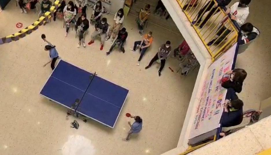 (Español) Taller-exhibición de tenis de mesa en  el CEIP Salvador Ruso