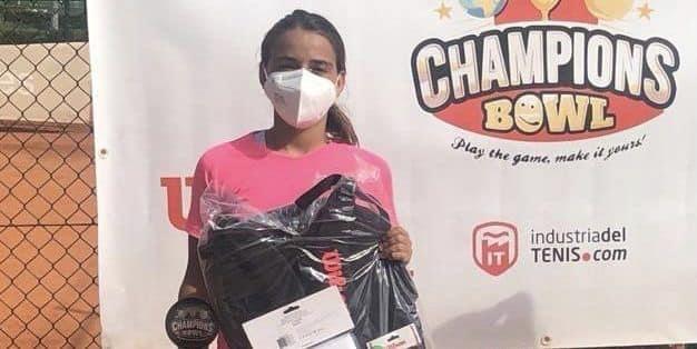 (Español) 👏🏽 Nueva victoria de la jugadora del CT Torrevieja Charo Esquiva