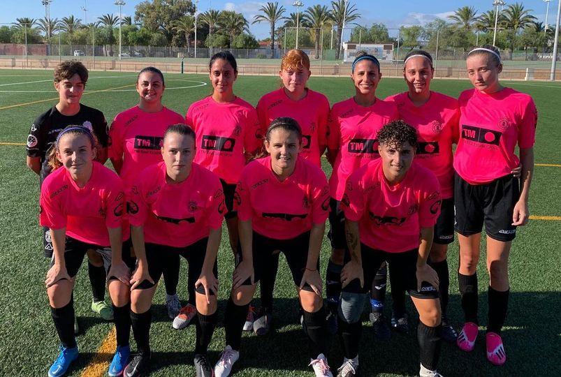 (Español) El equipo femenino del SC Torrevieja CF jugó un partido amistoso contra el CFF Los Alcázares