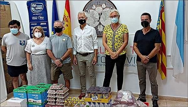 (Español) El Club de Tenis Torrevieja Los Balcones hizo entrega de 200 kg de alimentos a la asociación ASILA