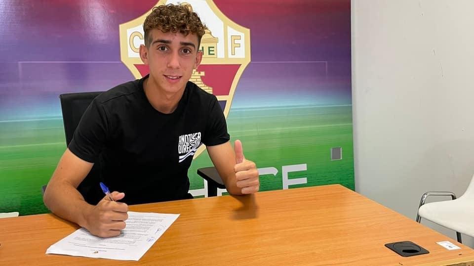 """(Español) """"Corco"""", firma su primer contrato como profesional en el Elche CF Juvenil B"""