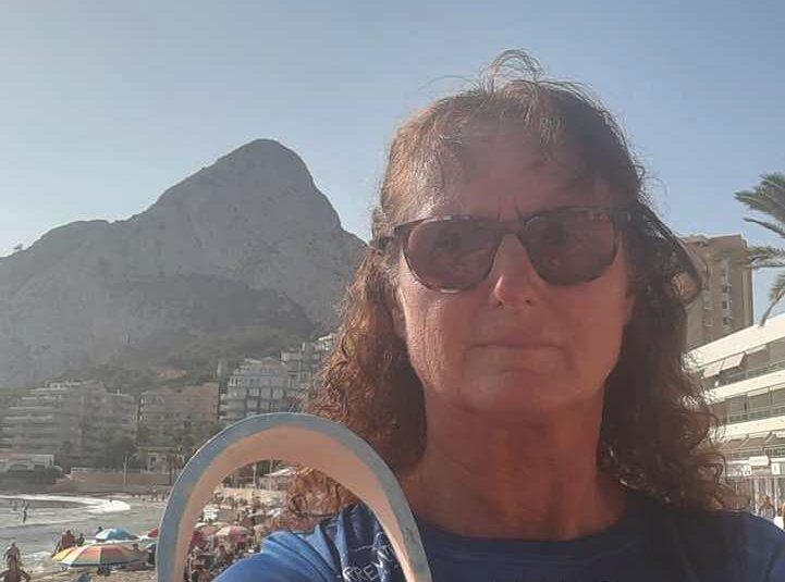 (Español) Vicky Connolly gana medalla de plata en la Travesía a Nado Peñón de Ifach